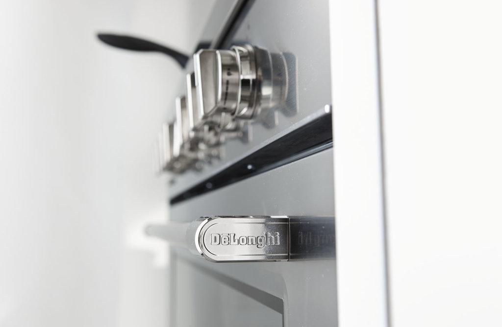 Le nuove cucine bicolor professionali de 39 longhi cookers for Longhi arreda