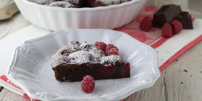 Torta veloce con cioccolato e lamponi