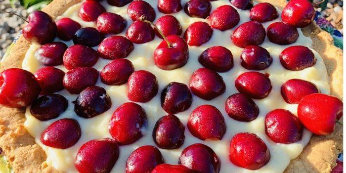 Crostata di ciliegie e crema